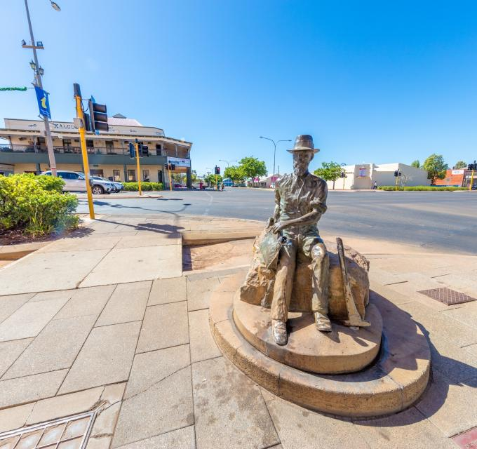The new Paddy Hannan Statue in Kalgoorlie